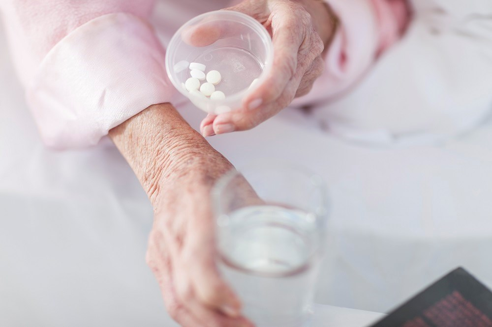 The risk of major bleeding is similar for older patients with atrial fibrillation taking either antiplatelet or anticoagulant drugs.