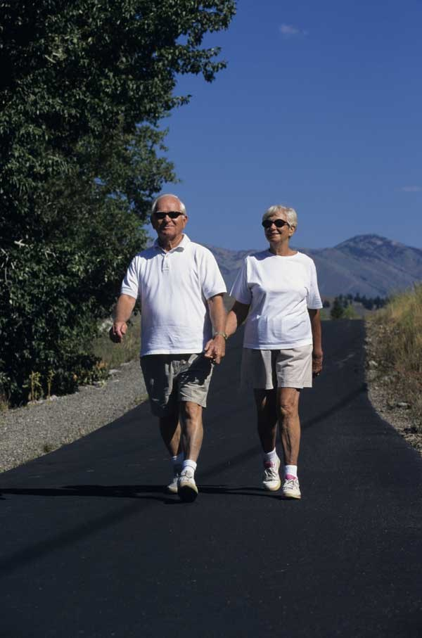 Men who maintain good physical fitness have a lower risk of lung and colorectal cancer.