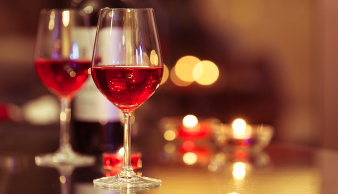 Consumption of wine is associated with a high decrease in risk of type 2 diabetes, compared to beer and spirits.