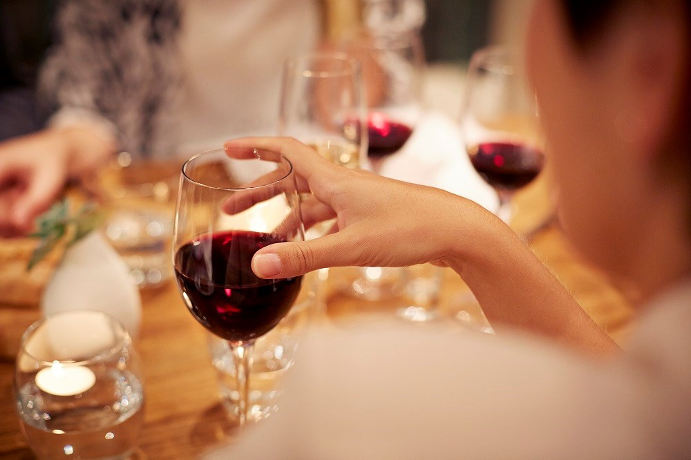 Frequent consumption of alcohol is associated with the lowest risk of diabetes.